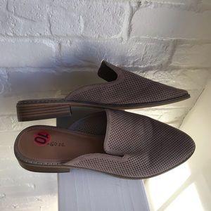 Indigo Rd. Gray EUC like new Mules shoes size 10